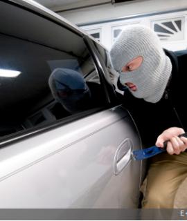 Quelle porte de garage choisir pour protéger ma voiture contre les vols ?